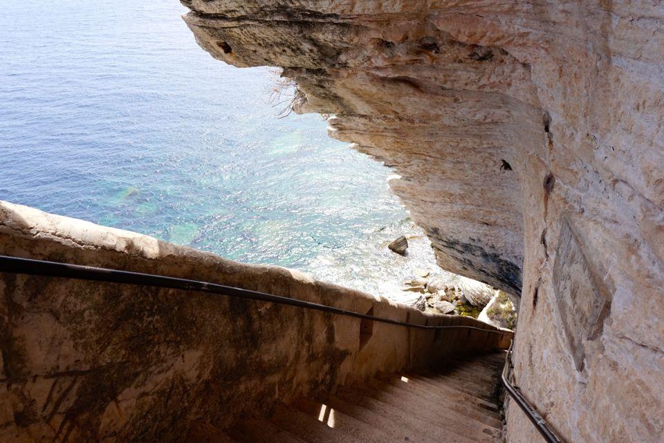 visiter bonifacio escalier aragon
