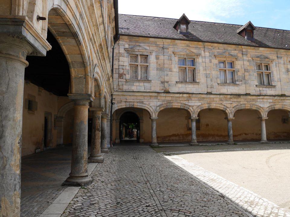 palais granvelle visiter besancon